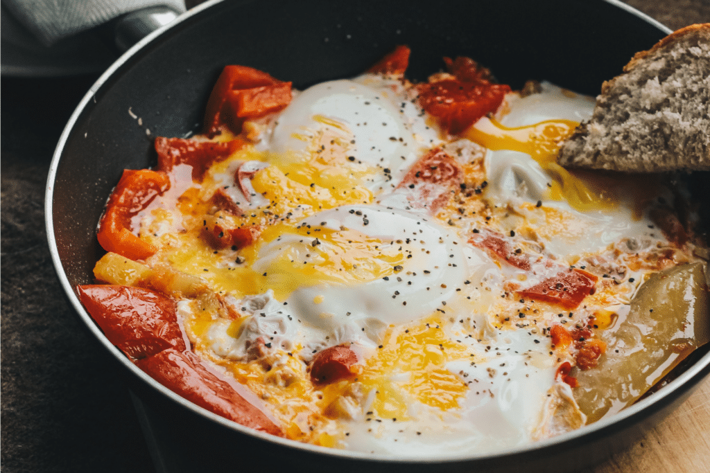 Mix pulp with eggs.